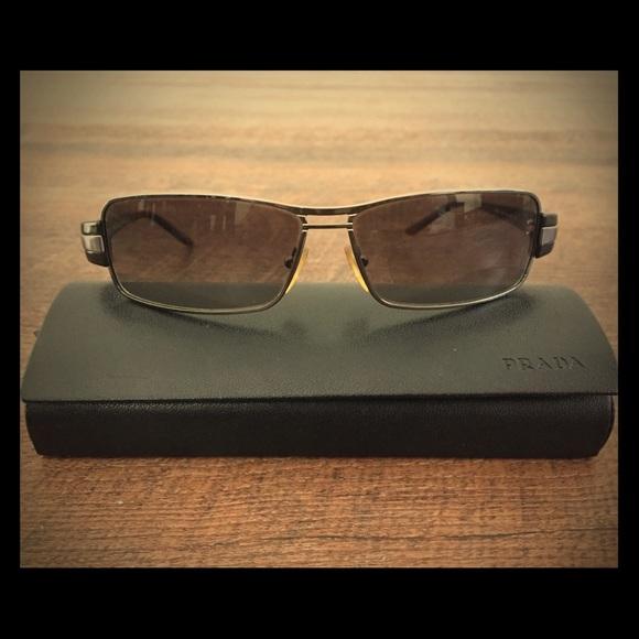 b8c43079041 Men s Prada Sunglasses style SPR 50H like new!! M 5ade461e3800c50b91b47122